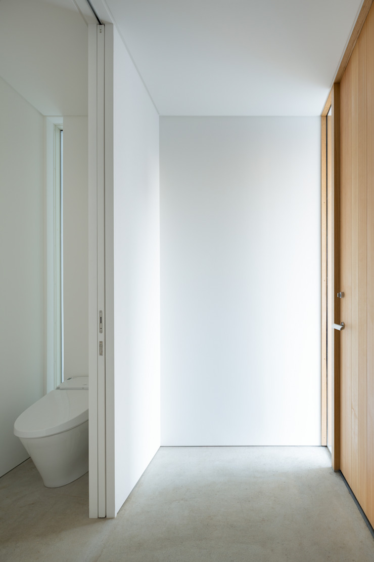 Modern style bathrooms by 栗原隆建築設計事務所 Modern