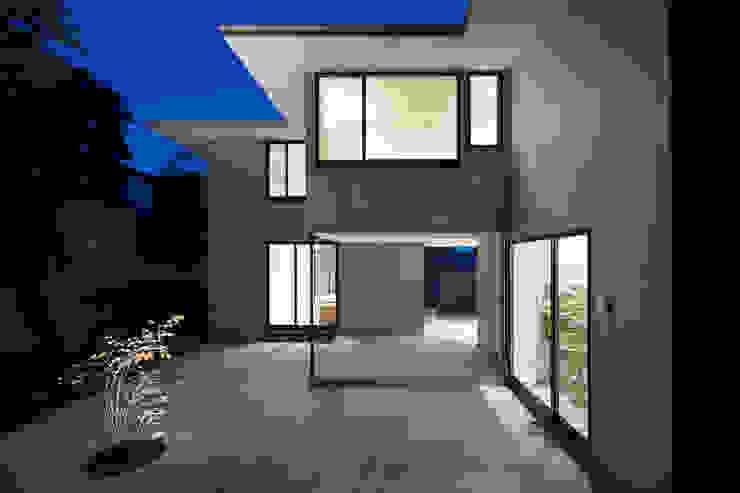 Modern Garden by 栗原隆建築設計事務所 Modern