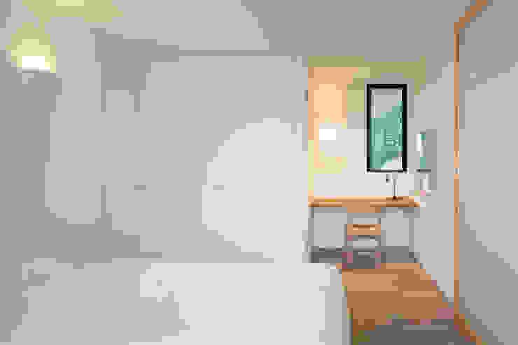 横須賀の家 モダンスタイルの寝室 の 栗原隆建築設計事務所 モダン