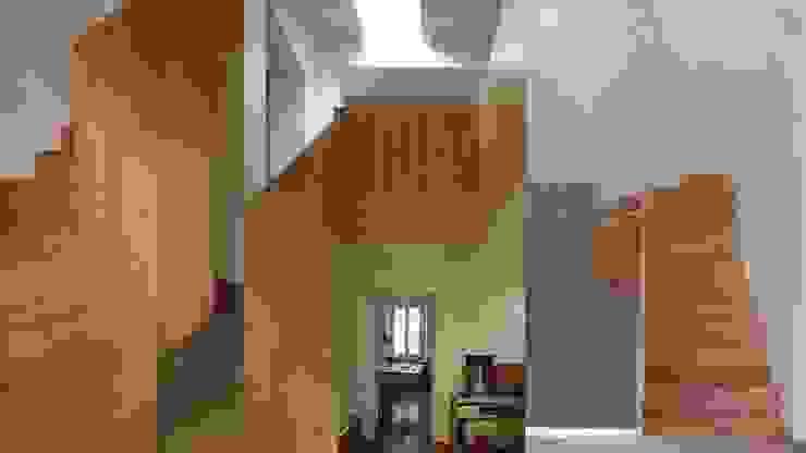 Studio SBG architetti – Milano Ingresso, Corridoio & Scale in stile industriale di SBG architetti Industrial