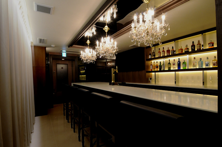 Bar counter-3 の Shigeo Nakamura Design Office クラシック