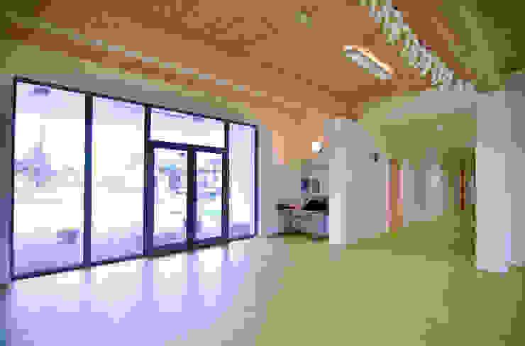 Atrio di ingresso Scuole moderne di Studio FFwd-Architettura Moderno