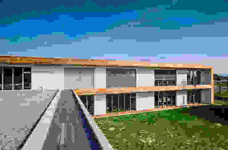 Prospetto Sud: piano primo Scuole moderne di Studio FFwd-Architettura Moderno