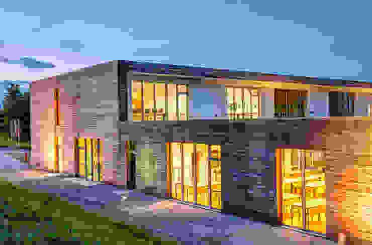 Prospetto Ovest, Notturno Scuole moderne di Studio FFwd-Architettura Moderno