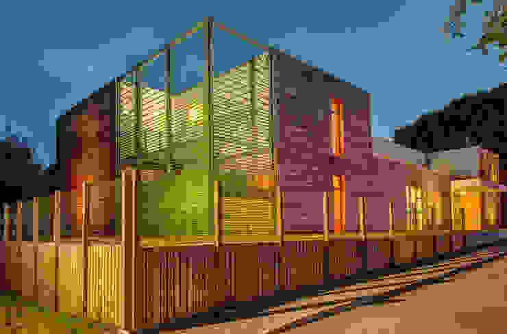 Prospetto Est, Notturno Scuole moderne di Studio FFwd-Architettura Moderno