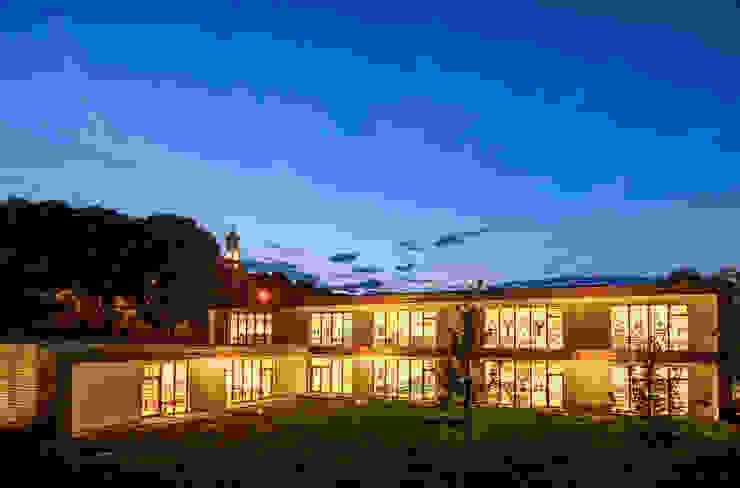 Prospetto Sud, Notturno Scuole moderne di Studio FFwd-Architettura Moderno