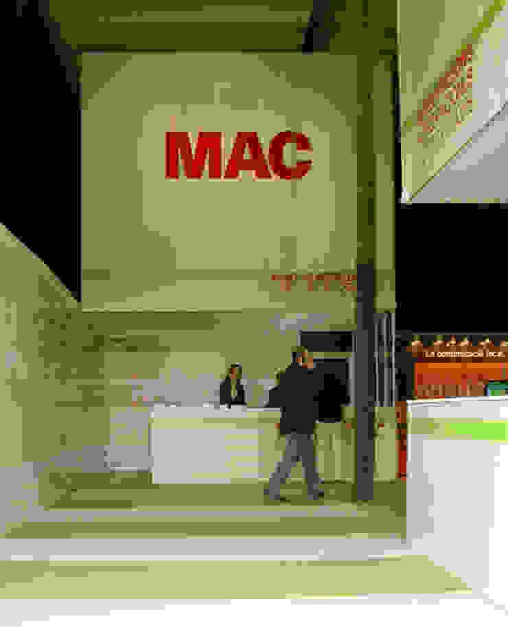 MAC / Environmental Design Diseño de ferias de estilo industrial de KXdesigners Industrial