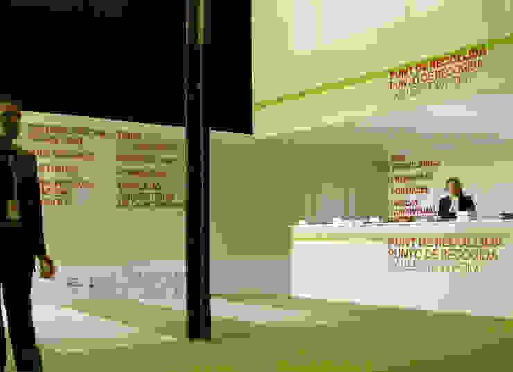 MAC / Environmental Design Diseño de ferias de estilo moderno de KXdesigners Moderno