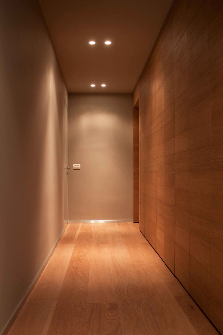 Modern Corridor, Hallway and Staircase by davide petronici | architettura Modern