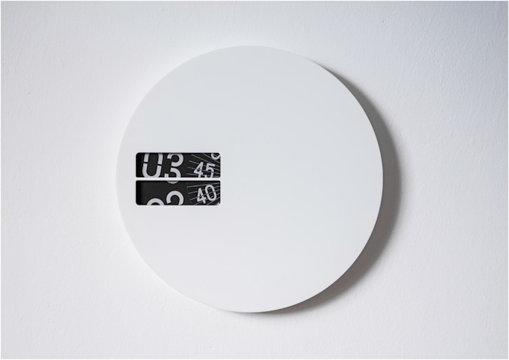 Wall Clock: modern  by studio deFORM, Modern