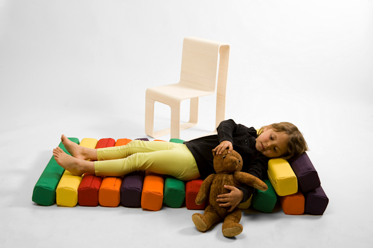 Play chair: modern  by studio deFORM, Modern