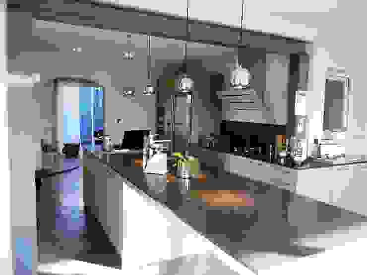 Modern Kitchen by ALEXANDRA BETANCOURT ARCHITECTE Modern