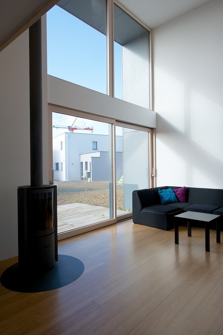 MD12-salon Salon minimaliste par Tektolab architectes Minimaliste