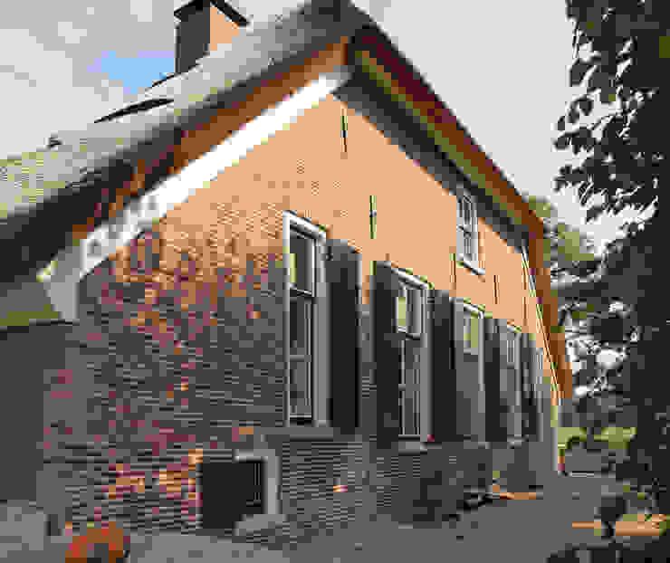 Casas rústicas por Frank Loor Architect Rústico