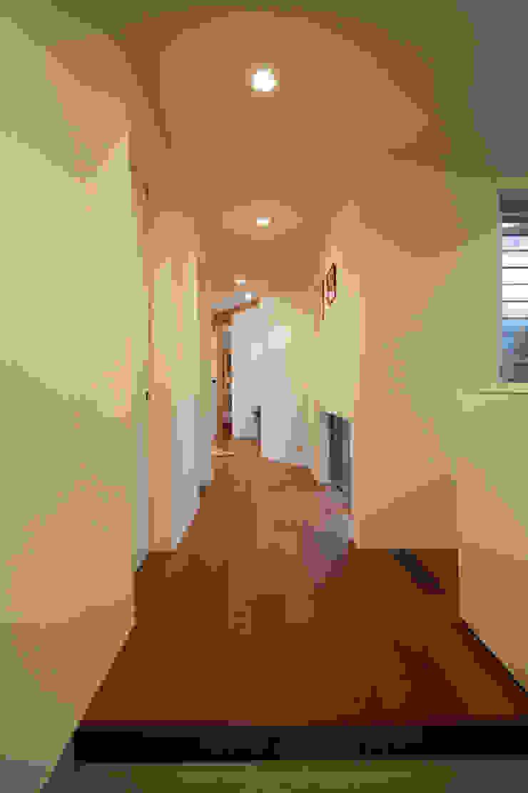 ニコ モダンスタイルの 玄関&廊下&階段 の 一級建築士事務所 楽工舎 モダン
