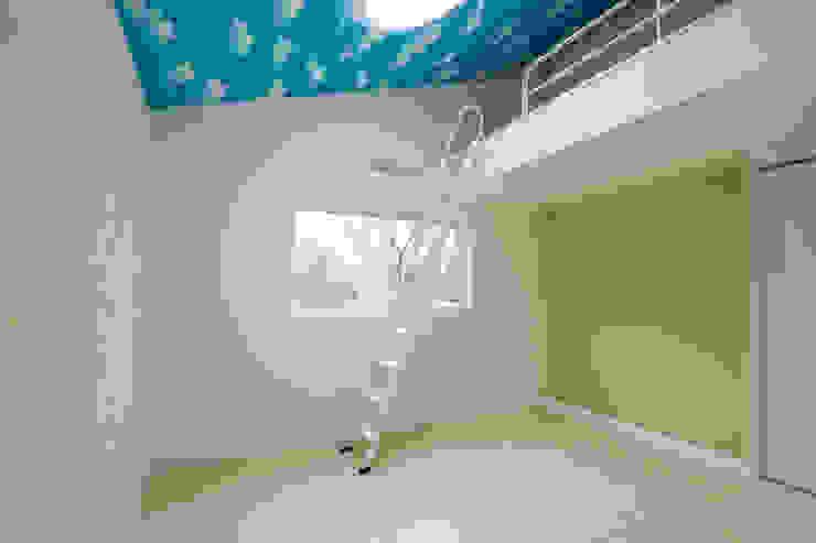 寝室2: 菅原浩太建築設計事務所が手掛けた寝室です。,モダン