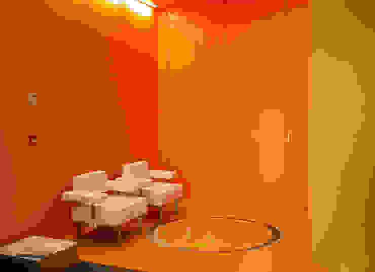 Innoprot Company's Headquarter / Signage Oficinas y tiendas de estilo moderno de KXdesigners Moderno