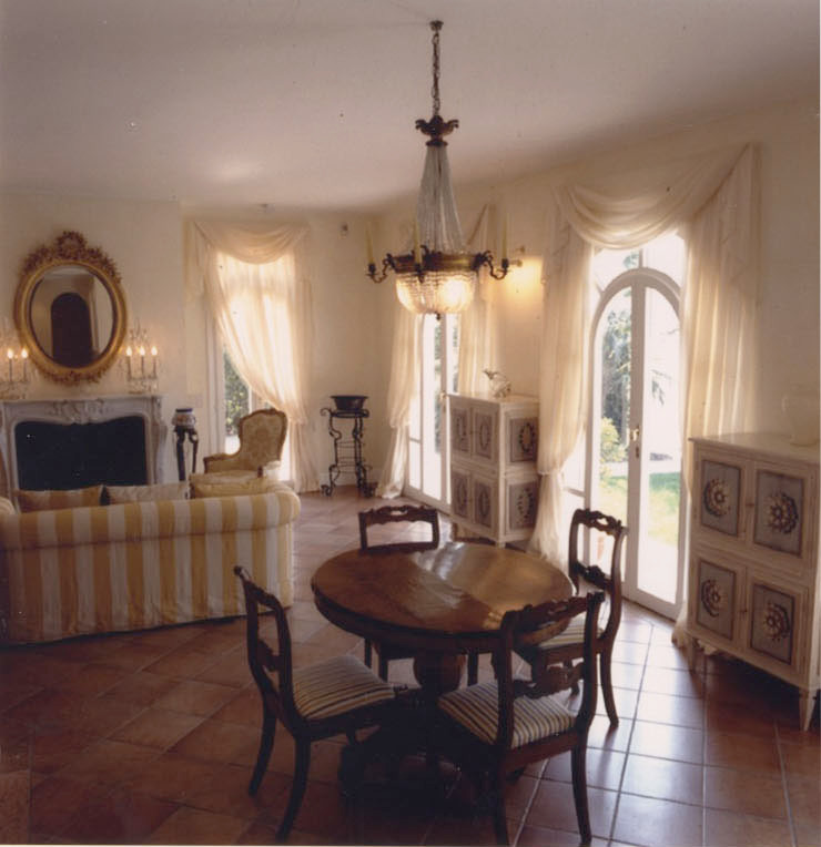 Living-room Soggiorno classico di Studio Mingaia Classico