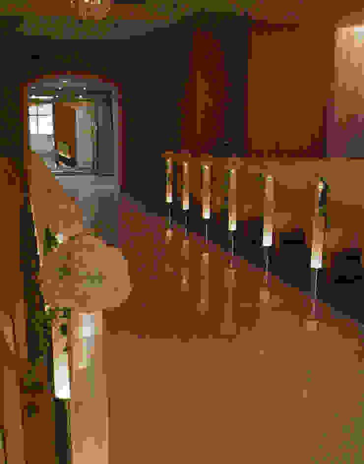 ANA CROWNE PLAZA HOTEL GRAND COURT NAGOYA Chapel の Shigeo Nakamura Design Office クラシック