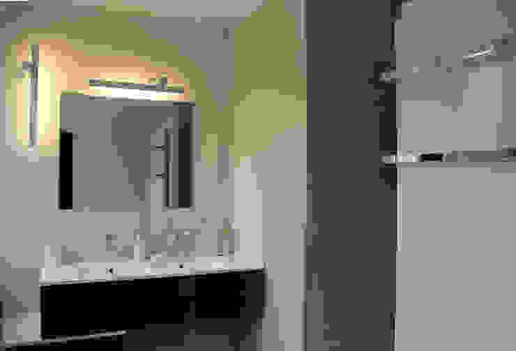 Salle de bains parentale Salle de bain moderne par Architectures² Moderne