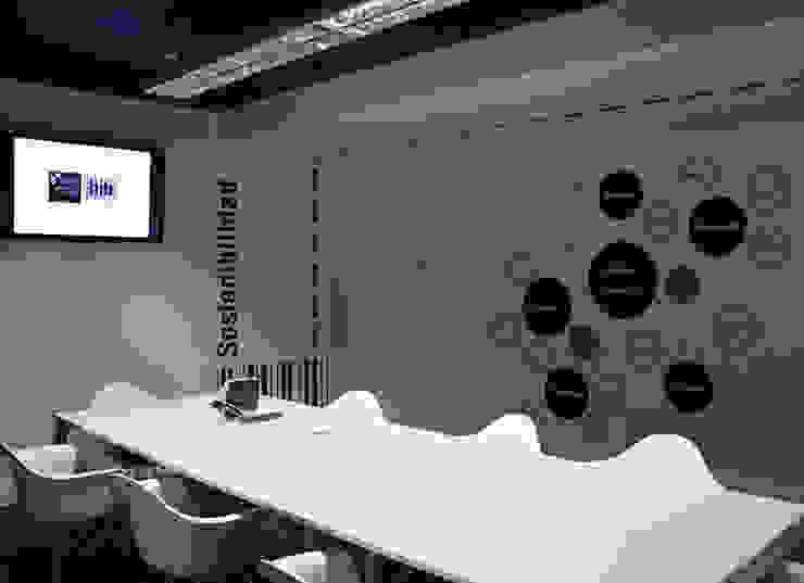 HIB Company's Headquarter / Signage Estudios y despachos de estilo moderno de KXdesigners Moderno