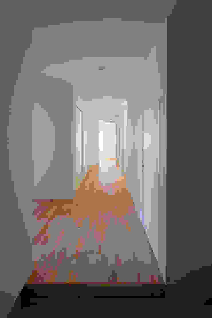スルウ モダンスタイルの 玄関&廊下&階段 の 一級建築士事務所 楽工舎 モダン