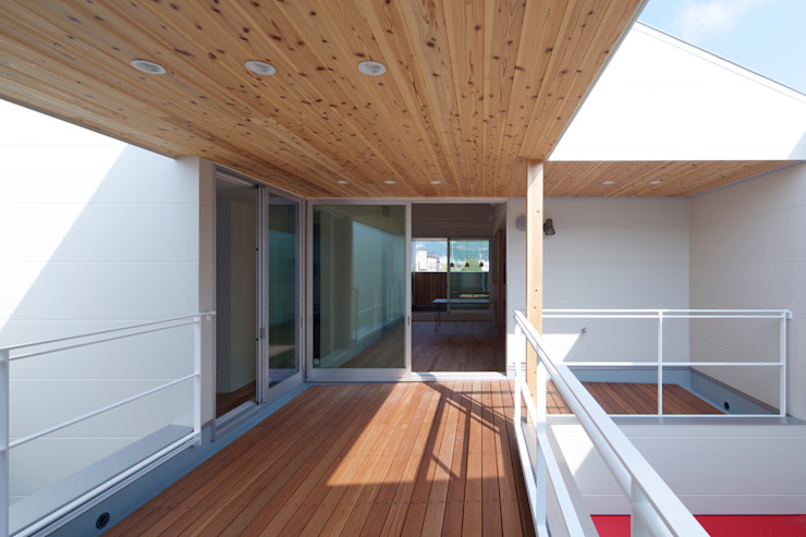 スルウ: 一級建築士事務所 楽工舎が手掛けたテラス・ベランダです。,モダン