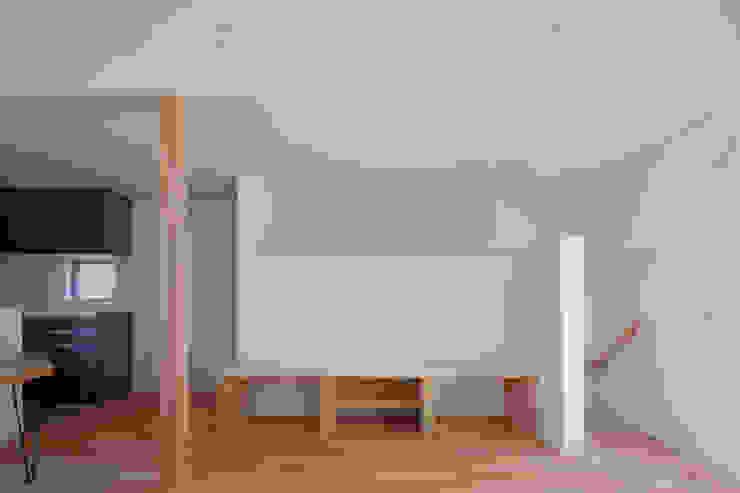 スルウ モダンデザインの リビング の 一級建築士事務所 楽工舎 モダン