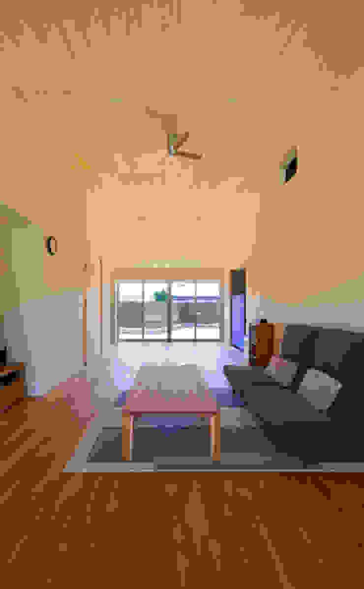 ノマド モダンデザインの リビング の 一級建築士事務所 楽工舎 モダン