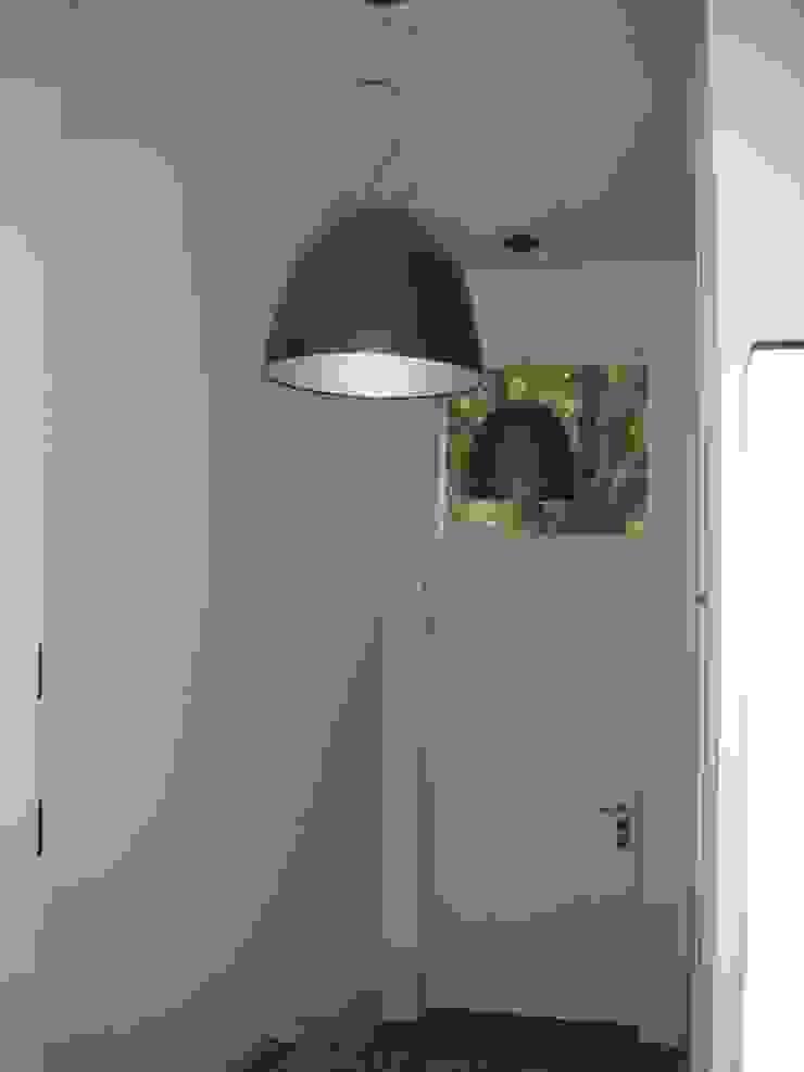 Modern Corridor, Hallway and Staircase by SENSIBILE DE ROSALES Modern