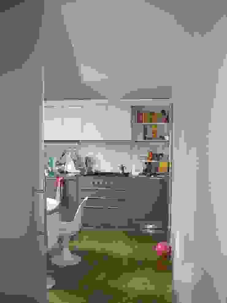 Modern Kitchen by SENSIBILE DE ROSALES Modern