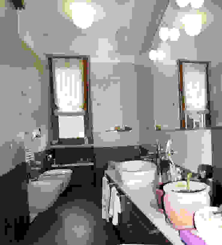 bagno Bagno moderno di SENSIBILE DE ROSALES Moderno