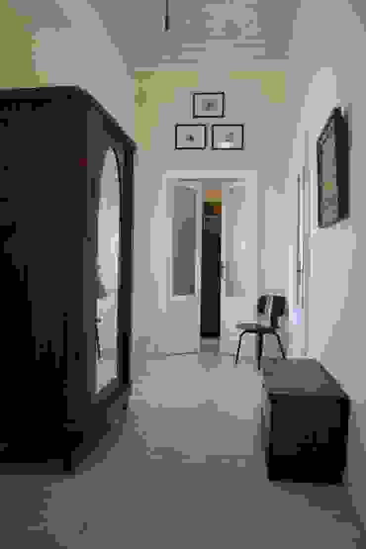 ingresso Ingresso, Corridoio & Scale in stile moderno di SENSIBILE DE ROSALES Moderno