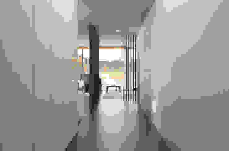 Appartamento sul Lago di Costanza ad Arbon Ingresso, Corridoio & Scale in stile moderno di ZDA Zanetti Design Architettura Moderno