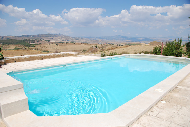 Country style pool by Architetto Giuseppe Prato Country
