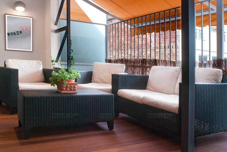 Newly created loft Modern balcony, veranda & terrace by Torres Estudio Arquitectura Interior Modern
