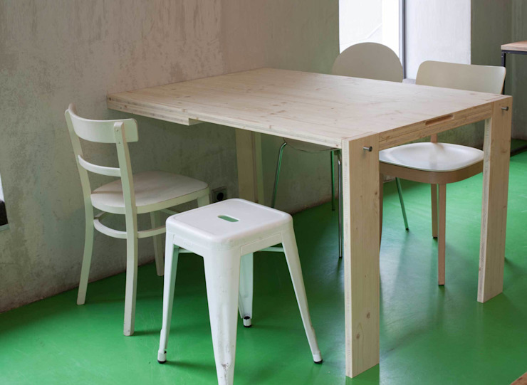 Blackboard Table folded down, seats 5 people von IvyDesign Skandinavisch