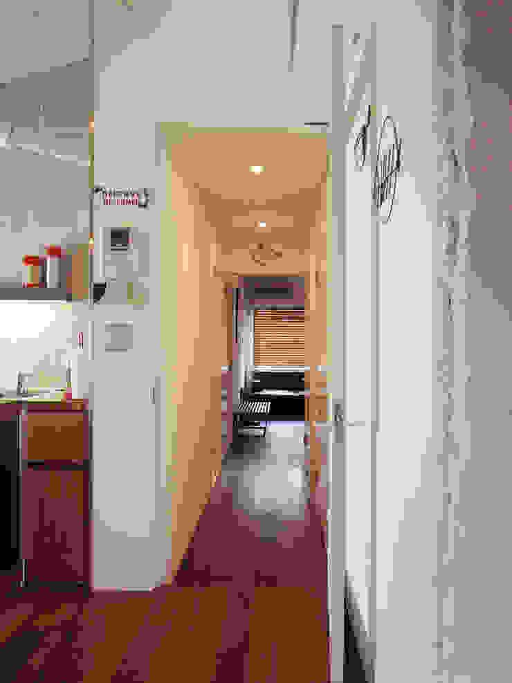HOUSE M インダストリアルな 玄関&廊下&階段 の MIKAZKI co., Itd インダストリアル