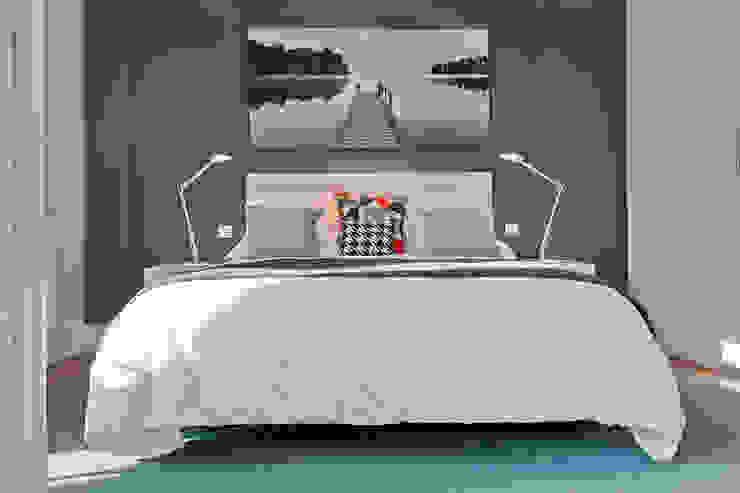 Modern style bedroom by Urbana Interiorismo Modern