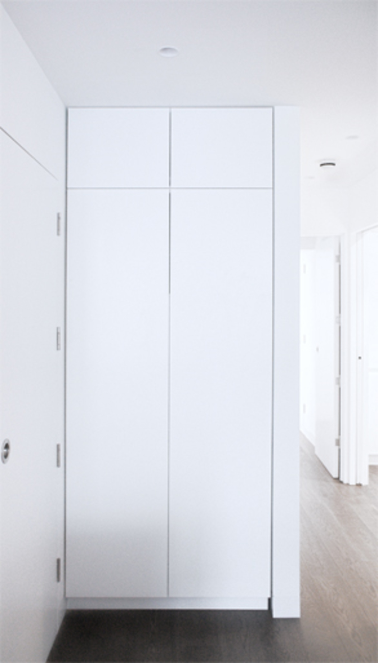Cupboard Minimalist corridor, hallway & stairs by CBOArchitects Minimalist