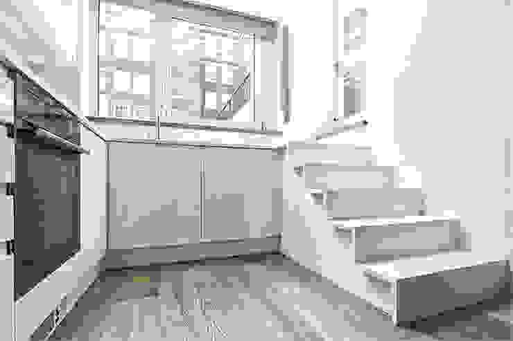 St. Geroge's Square Modern kitchen by CBOArchitects Modern