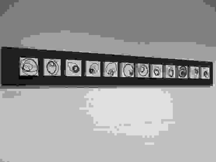 Signals of life - E - Composition I van Marc Verbruggen - ceramic art Minimalistisch