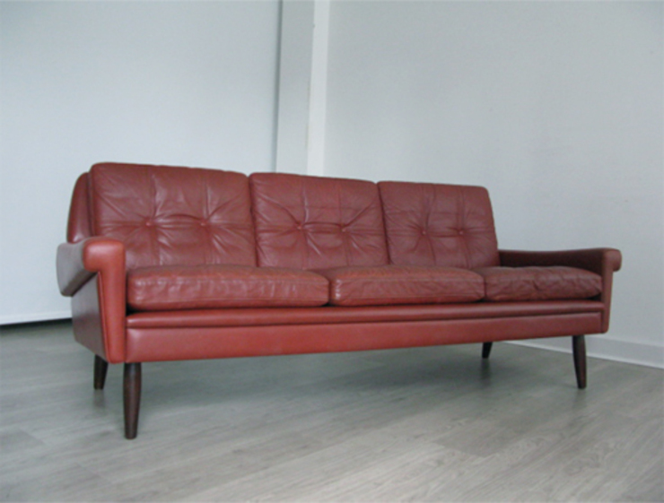 Danish leather Skippers sofa: scandinavian  by Funky Junky, Scandinavian