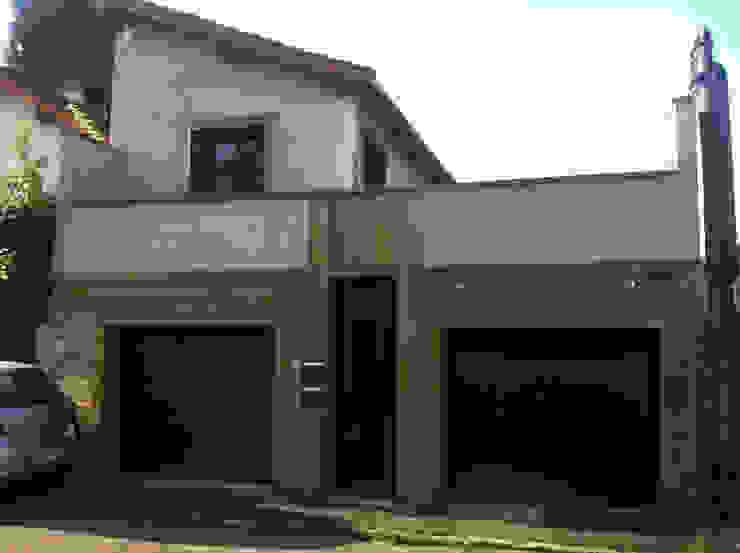 Garajes de estilo minimalista de BuroBonus Minimalista