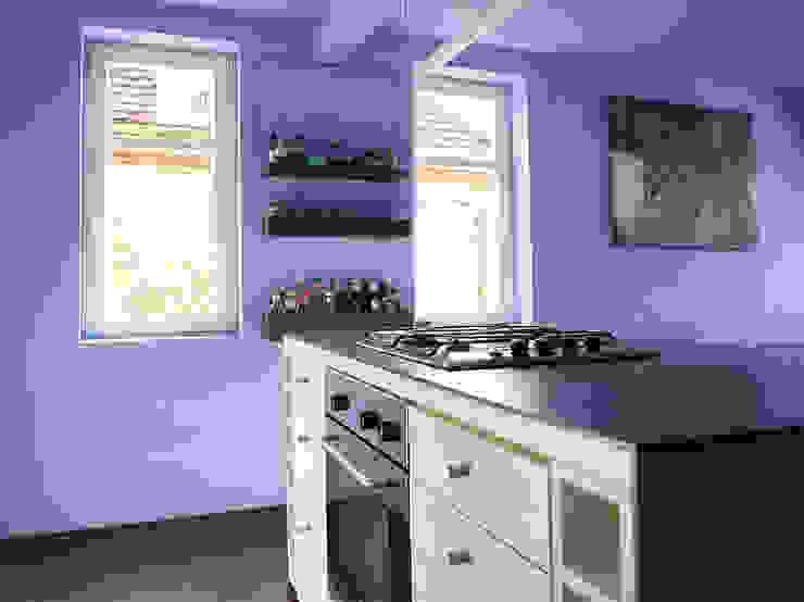 Wohnküche im denkmalgeschützten Altbau Moderne Küchen von InteriorPark. Modern