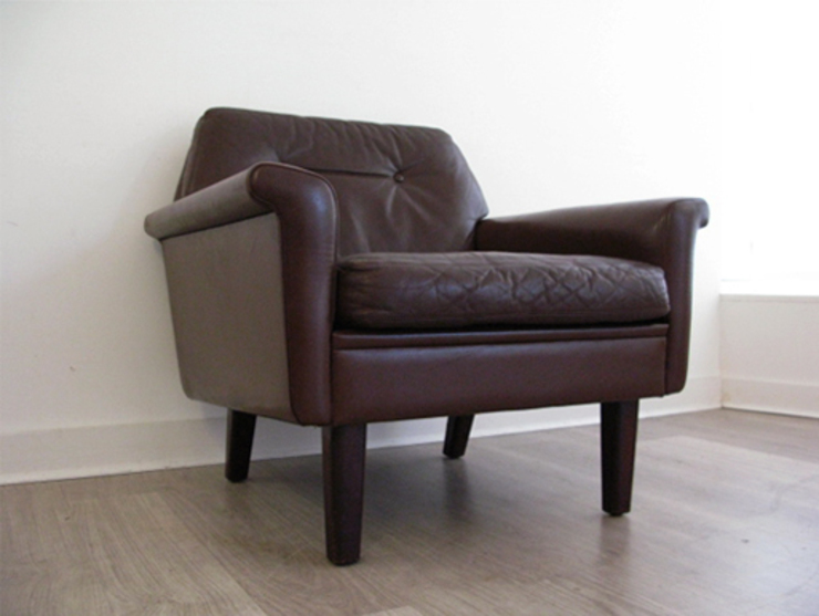 A Danish leather armchair (pair available): scandinavian  by Funky Junky, Scandinavian
