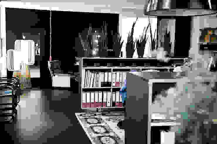 Umbau Druckerei zur Büroeinheit Industriale Bürogebäude von InteriorPark. Industrial