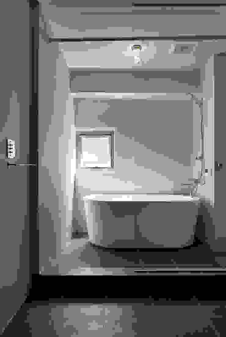元浅草の住居 ミニマルスタイルの お風呂・バスルーム の 蘆田暢人建築設計事務所 Ashida Architect & Associates ミニマル
