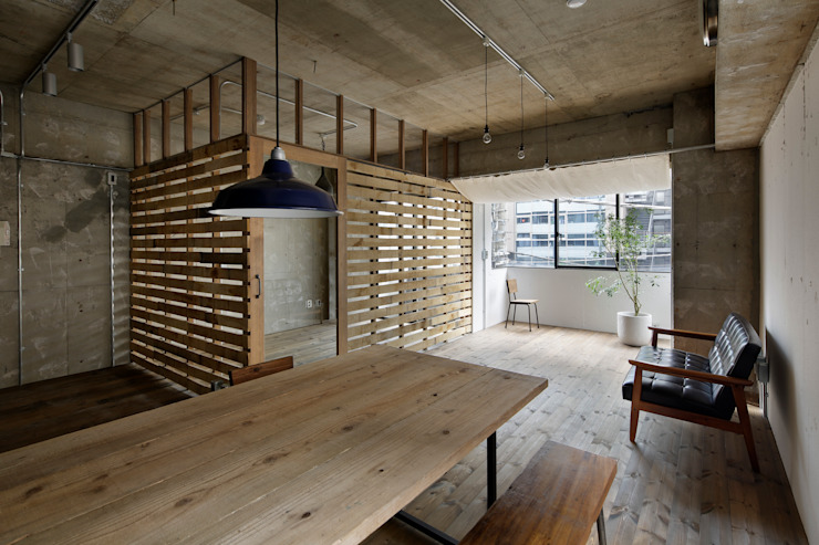 Rustic style dining room by 蘆田暢人建築設計事務所 ​Ashida Architect & Associates Rustic