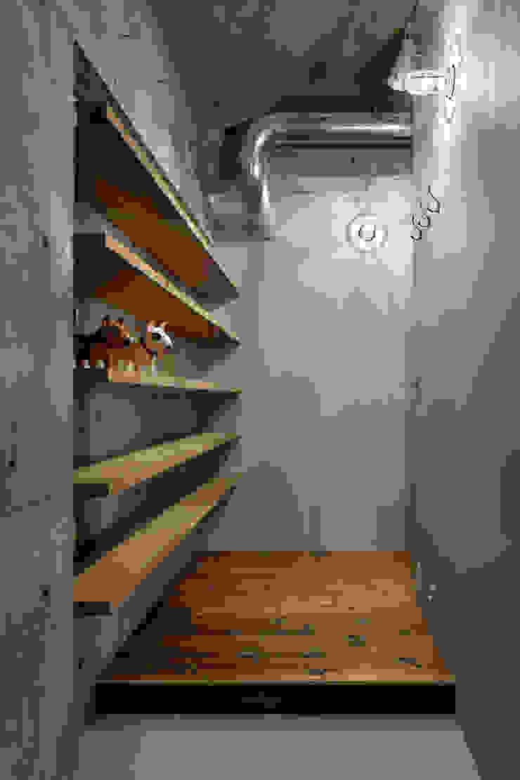 元浅草の住居 ラスティックスタイルの 玄関&廊下&階段 の 蘆田暢人建築設計事務所 Ashida Architect & Associates ラスティック